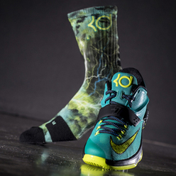 『KD & LEBRON DIGITAL INK ELITE CREW SOCKS』が海外より登場です!!